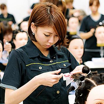 学校案内 | 麻生美容専門学校 福岡校 | ミライ想像サイト
